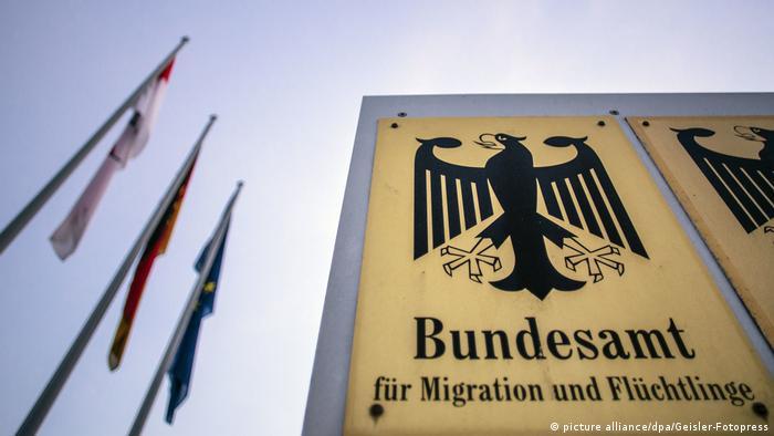 Oficiul pentru migratie si refugiati (BAMF) are dreptul sa emită ordinul de expulzare