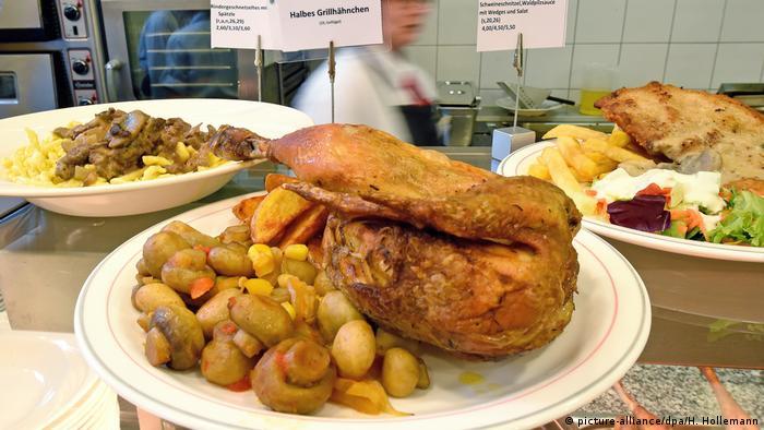 Цыпленок с хрустящей корочкой - меню столовой ветеринарного вуза TiHo в Ганновере