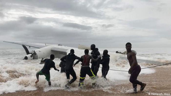 Avião de carga Antonov caiu ao mar logo depois de decolar