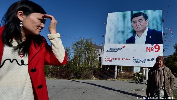 Предвыборный плакат Сооронбая Жээнбекова