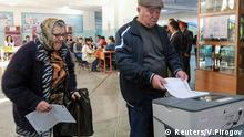 Kirgisistan, Bürger wählen in einem Wahllokal während der Präsidentschaftswahl in Bischkek