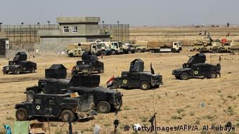 Irak ordusuna ait zırhlı araçlar Tuzhurmatu'da toplandı.
