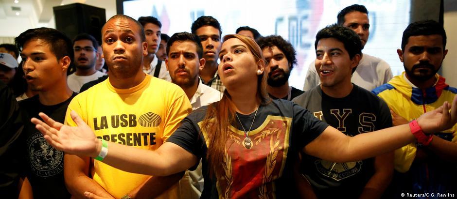 Eleitores da oposição reagem ao ouvir resultados do pleito