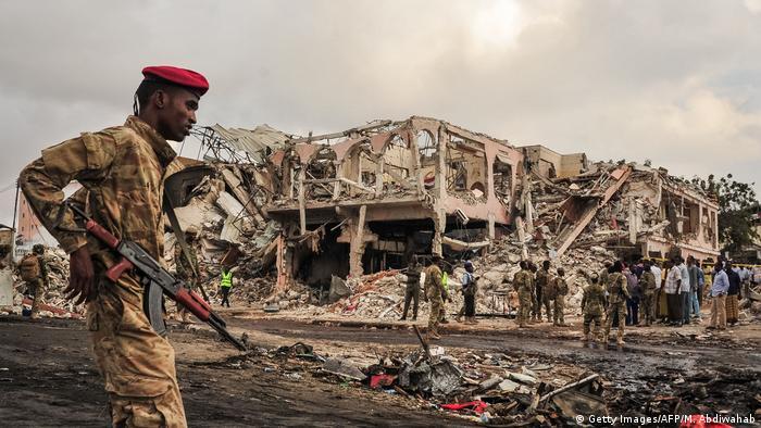 Atentado com camião armadilhado aconteceu perto do hotel Safari, no centro de Mogadíscio