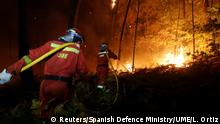 Firefighters from the Military Emergency Unit (UME) work to put out a forest fire near As Nieves, northern Spain (Reuters/Spanish Defence Ministry/UME/L. Ortiz)