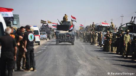 Thousands of Iraqi soldiers gather before advancing to Kirkuk in military vehicles