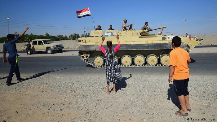 Members of the Iraqi army advance on Kirkuk in military vehicles