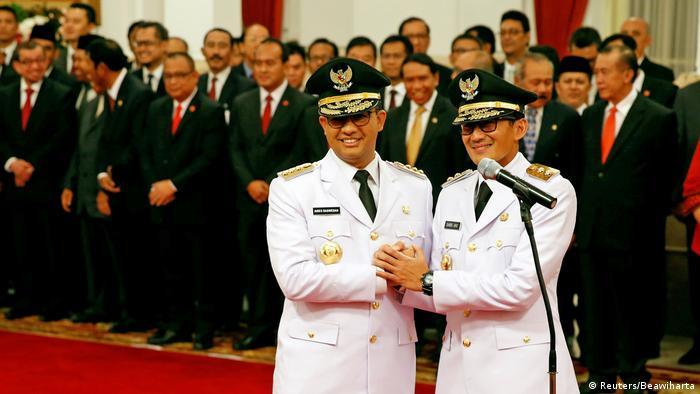 Indonesien Jakarta Anies Baswedan und Sandiaga Uno als Gouverneure eingeführt (Reuters/Beawiharta)