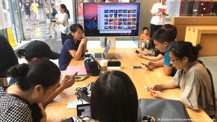 China Peking Apple store (picture-alliance/newscom/S. Shaver)