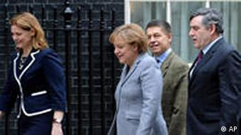 Sarah Brown, Angela Merkel, Joachim Sauer, Gordon Brown (v.l.n.r.) (Foto: AP)