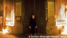 Frankreich Paris russischer Künstler Petr Pavlensky legt Feuer