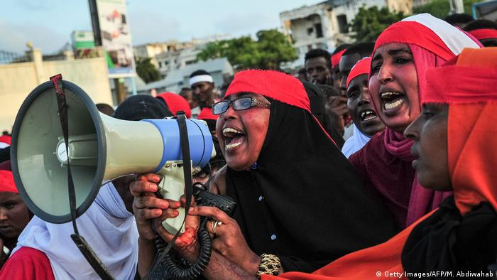 Somali women shout into a megaphone during a protest against the 2017 terror attack in Mogadishu (Getty Images/AFP/M. Abdiwahab)