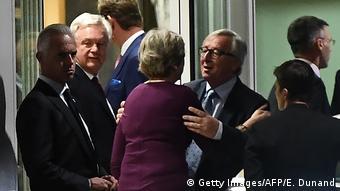 Το δείπνο Μέι-Γιούνκερ δεν ήταν αποδοτικό για τη βρετανίδα πρωθυπουργό