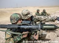 Инструктор бундесвера обучает курдского бойца