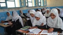 Afghanistan - Schule - Mädchen (picture alliance/Photoshot/M. Arghand)