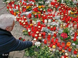 A carpet of flowers mourning the Winnenden victims
