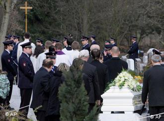 People grieving for Winnenden victims
