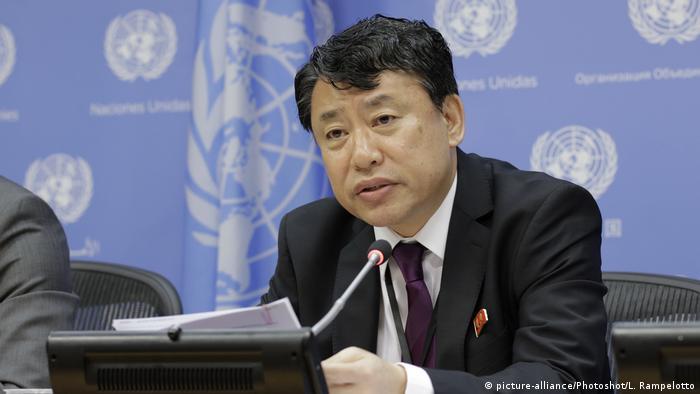 El subsecretario de Estado de EE. UU., John J. Sullivan, afirmó este martes (17.10.201/, en su visita a Tokio, que la Casa Blanca no descarta la posibilidad de dialogar de forma directa con Corea del Norte, pese al actual contexto de tensión entre ambas partes. El embajador norcoreano ante la ONU (foto), Kim in-Ryong, habló del peligro de una guerra nuclear en cualquier momento. (17.10.2017).