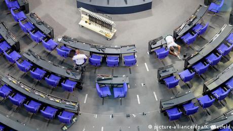 Bundestag floor (picture-alliance/dpa/K. Nietfeld)