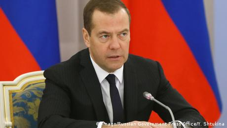 Прем'єр Росії лякає