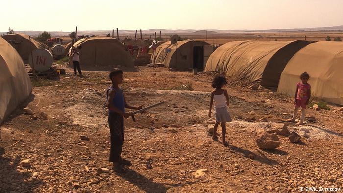 Syrien Bilder aus Kobane   Kinder in Flüchtlingslager (DW/K. Zurutuza)