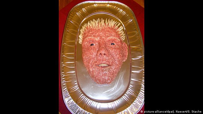 The Mett Damon a meat sculpture depicting Matt Damon (picture-alliance/dpa/J. Naesert/S. Stache)
