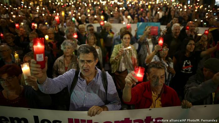 Spanien Barcelona Demonstration gegen Inhaftierung (-picture alliance/AP Photo/M. Fernandez)