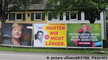 Futuros parceiros: cartaz de propaganda de Merkel ao lado de Lindner (FDP) e Özdemir (Partido Verde) em Freiburg