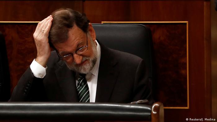 "Rajoy pide a Puigdemont actuar con ""sensatez y equilibrio"""