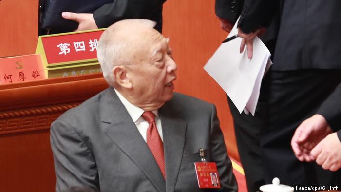 China Peking Kommunistischer Parteitag Tung Chee-hwa (picture-alliance/dpa/G. Jinfh)