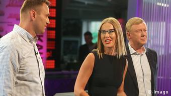 Олексій Навальний (ліворуч), Ксенія Собчак та Анатолій Чубайс на телеканалі Дождь