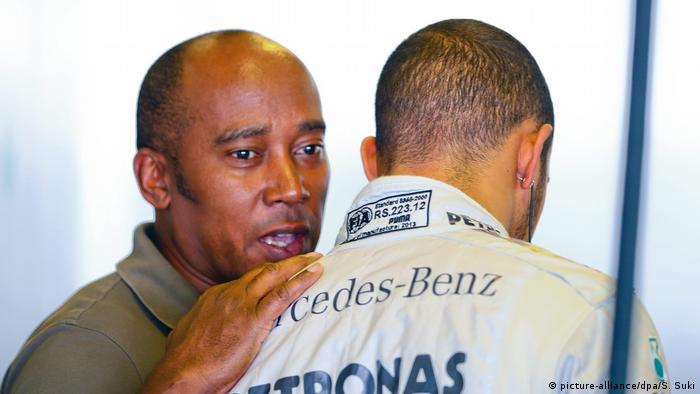 Lewis Hamilton Formel 1 Pilot mit Vater (picture-alliance/dpa/S. Suki)