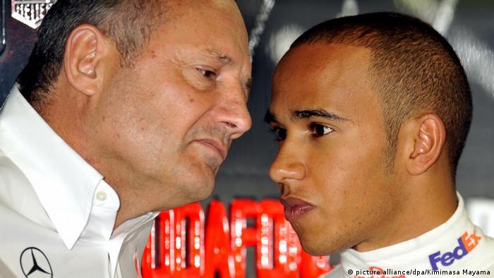 Lewis Hamilton Formel 1 Pilot mit Ron Dennis (picture alliance/dpa/Kimimasa Mayama)