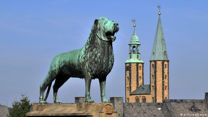 Deutschland Harz Löwenskulptur in Goslar (picture alliance)