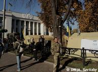 Протести у Києві не підтримали широкі маси людей, констатують соціологи