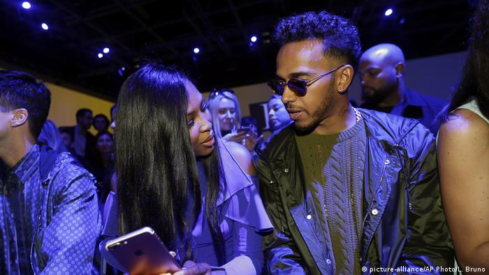 Lewis Hamilton Formel 1 Pilot mit Naomi Campbell (picture-alliance/AP Photo/L. Bruno)