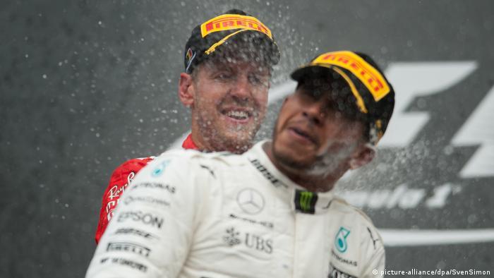 Formel 1 2017 - Großer Preis von Belgien Vettel und Hamilton (picture-alliance/dpa/SvenSimon)