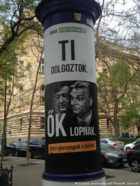 Ungarn Wahlplakat der Jobbik Partei zeigt Viktor Orban und Lorinc Meszaros (picture alliance/dpa/AP Photo/P. Gorondi)