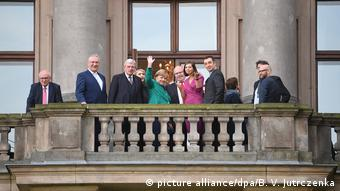 Участники межпартийных консультаций. В центре в зеленом жакете Ангела Меркель