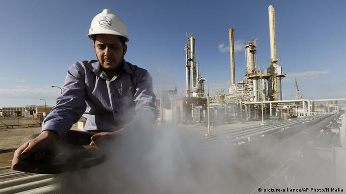 Libyen Öl Komplex Raffinerie Brega Oil (picture-alliance/AP Photo/H.Malla)