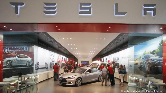 Tesla Showroom (picture-alliance/AP Photo/R.Bowmer)