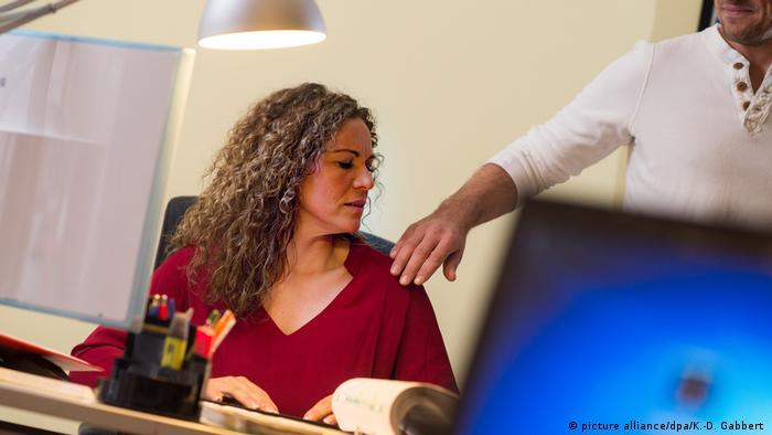 Сексуальное домогательство со стороеы родственников