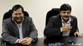 Südafrika - Ajay und Atul Gupta bei Pressekonferenz