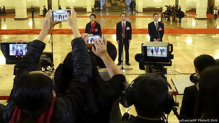 China Kommunistische Partei Delegates Corridor (picture-alliance/AP Photo/G.Shih)
