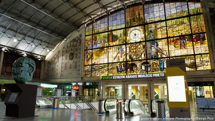Spanien Bilbao Bahnhof - Reiseziel Bilbao (picture-alliance/Axiom Photographic/Design Pics)