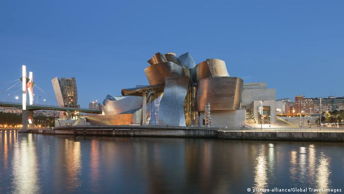 Spanien Bilbao Guggenheim Museum - Reiseziel Bilbao (picture-alliance/Global Travel Images)