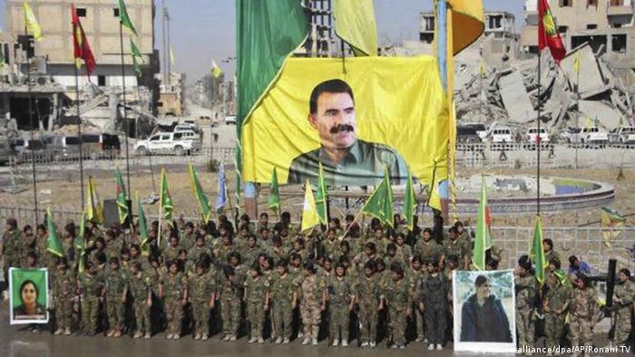 Syrien kurdischen Frauenmiliz in Al-Rakka (picture-alliance/dpa/AP/Ronahi TV)