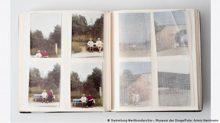 Private photo album separated with sheets of thin tissue paper (Sammlung Werkbundarchiv – Museum der Dinge/Foto: Armin Herrmann)