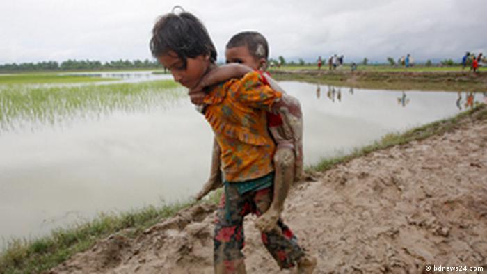 Crianças rohingyas fogem para Bangladesh