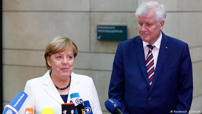 Deutschland Jamaika-Koalition Sondierungsgespräche   Merkel & Seehofer, UNION (Reuters/A. Schmidt)